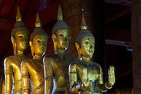 Laos, Province de Luang Prabang, ville de Luang Prabang, Patrimoine mondial de l'UNESCO depuis 1995, temple Wat Mai, statue de Bouddha // Laos, Province of Luang Prabang, city of Luang Prabang, World heritage of UNESCO since 1995, temple Wat Mai, Boudha statue