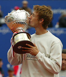 MONTE-CARLO, MONACO - Sunday, April 20, 2003: Juan Carlos Ferrero (Spain) kisses the Tennis Masters Monte-Carlo trophy after beating Guillermo Coria (Argentina) 6-2, 6-2 in the final of the Tennis Masters Monte-Carlo. (Pic by David Rawcliffe/Propaganda)