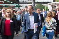 27 MAY  2016, BERLIN/GERMANY:<br /> Michael Mueller, SPD, Regierender Buergermeister Berlin, auf dem Weg zum Landesparteitag der SPD Berlin, Station Berlin<br /> IMAGE: 20160527-01-010<br /> KEYWORDS: party congress, Parteitag, Michael Müller