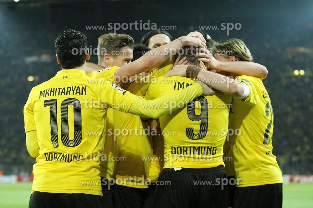 09.12.2014, Signal Iduna Park, Dortmund, GER, UEFA CL, Borussia Dortmund vs RSC Anderlecht, Gruppe D, im Bild Ciro Immobile (Borussia Dortmund) bejubelt seinen Treffer zum 1:0 mit der Mannschaft, Torjubel / Jubel, Emotionen // during the UEFA Champions League group D match between Borussia Dortmund and RSC Anderlecht at the Signal Iduna Park in Dortmund, Germany on 2014/12/09. EXPA Pictures &copy; 2014, PhotoCredit: EXPA/ Eibner-Pressefoto/ Neis<br /> <br /> *****ATTENTION - OUT of GER*****