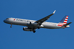 Airbus A321-231 (N108NN) operated by American Airlines on approach to San Francisco International Airport (SFO), San Francisco, California, United States of America