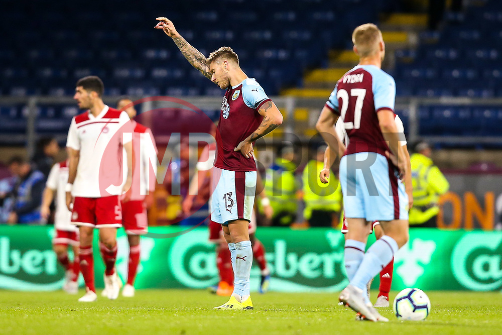 Jeff Hendrick of Burnley cuts a frustrated figure along with teammates - Mandatory by-line: Robbie Stephenson/JMP - 30/08/2018 - FOOTBALL - Turf Moor - Burnley, England - Burnley v Olympiakos - UEFA Europa League Play-offs second leg