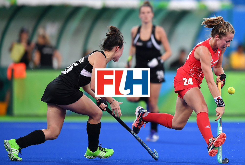 New Zealand's Kelsey Smith (L) tackles Britain's Shona McCallin during the women's semifinal field hockey New Zealand vs Britain match of the Rio 2016 Olympics Games at the Olympic Hockey Centre in Rio de Janeiro on August 17, 2016. / AFP / MANAN VATSYAYANA        (Photo credit should read MANAN VATSYAYANA/AFP/Getty Images)