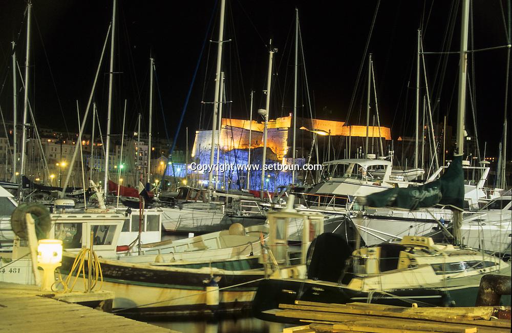 France. Marseille. the old port . lighting on Entrecasteaux fort ( Vauban)  Marseille  France  / le vieux port. illumination sur le fort d'entrecasteaux (Vauban)  Marseille  France  /     L0008222  /  R20711  /  P115636