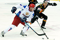 Anton Volchenkov (RUS) gegen Christopher Schmidt (GER). © Manu Friederich/EQ Images