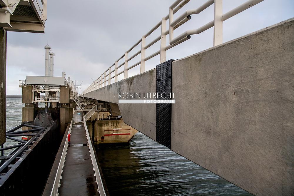VROUWENPOLDER Neeltje Jans De Oosterscheldekering Neeltje Jans is als werkeiland een onderdeel van de Oosterscheldekering. Na het voltooien van de Deltawerken is er op Neeltje Jans een informatie- en attractiepark geopend.