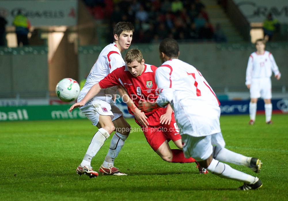 LLANELLI, WALES - Tuesday, March 31, 2009: Wales' captain Simon Church in action against Luxembourg during the UEFA Under-21 Championship Group 3 match at Parc-Y-Scarlets. (Pic by David Rawcliffe/Propaganda)