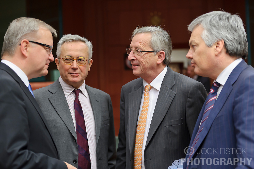 Jean-Claude Juncker, Luxembourg's prime minister, and president of the Eurogroup, center right, speaks with Olli Rehn, The EU's economic and monetary affairs commissioner, far left, Giulio Tremonti, Italy's finance minister, center left, and Didier Reynders, Belgium's finance minister, far right,  during the Eurogroup meeting in Brussels, Monday Dec. 6, 2010. (Photo © Jock Fistick)