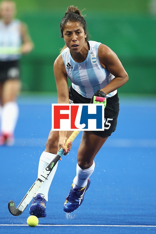 RIO DE JANEIRO, BRAZIL - AUGUST 10:  Gabriela Aguirre of Argentina runs the ball forward during the women's pool B match between Great Britain and Argentina on Day 5 of the Rio 2016 Olympic Games at the Olympic Hockey Centre on August 10, 2016 in Rio de Janeiro, Brazil.  (Photo by Mark Kolbe/Getty Images)