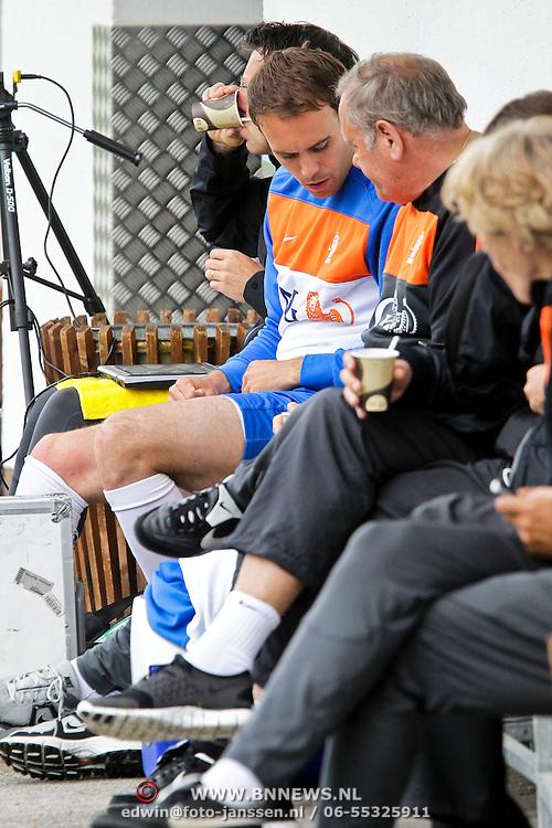AUS/Seefeld/20100529 - Training NL Elftal WK 2010, Joris Mathijssen krijgt rust en laat de training schieten