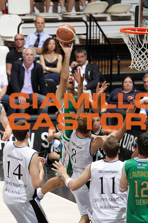 DESCRIZIONE : Bologna Lega A 2010-11 Quarti di finale Play off Gara 4 Canadian Solar Bologna Montepaschi Siena<br /> GIOCATORE : Aradori Pietro<br /> SQUADRA : Montepaschi Siena <br /> EVENTO : Campionato Lega A 2010-2011<br /> GARA : Canadian Solar Bologna Montepaschi Siena<br /> DATA : 25/05/2011<br /> CATEGORIA : Tiro<br /> SPORT : Pallacanestro<br /> AUTORE : Agenzia Ciamillo-Castoria/D.Vigni<br /> Galleria : Lega Basket A 2010-2011<br /> Fotonotizia : Bologna Lega A 2010-11 Quarti di finale Play off Gara 4 Canadian Solar Bologna Montepaschi Siena<br /> Predefinita :