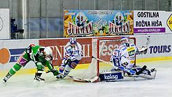 06.01.2012, Hala Tivoli, Ljubljana, SLO, EBEL, HDD Tilia Olimpija vs EC Rekord Fenster VSV, im Bild Justin Taylor (HDD Tilia Olimpija, #17) vs Bernhard Starkbaum (EC Rekord Fenster VSV, #29) // during ice-hockey match between HDD Tilia Olimpija and EC Rekord Fenster VSV in 38th Round of EBEL league, on Januar 6, 2012 at Hala Tivoli, Ljubljana, Slovenia. EXPA Pictures © 2012, PhotoCredit: EXPA/ Sportida/ Matic Klansek Velej..***** ATTENTION - OUT OF SLO *****
