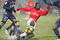 FOOTBALL - FRENCH CHAMPIONSHIP 2010/2011 - L1 - AC ARLES v PARIS SAINT GERMAIN - 29/01/2011 - PHOTO PHILIPPE LAURENSON / DPPI - JAMAL AIT BENIDIR (ACA) / PEGUY LUYINDULA (PSG)