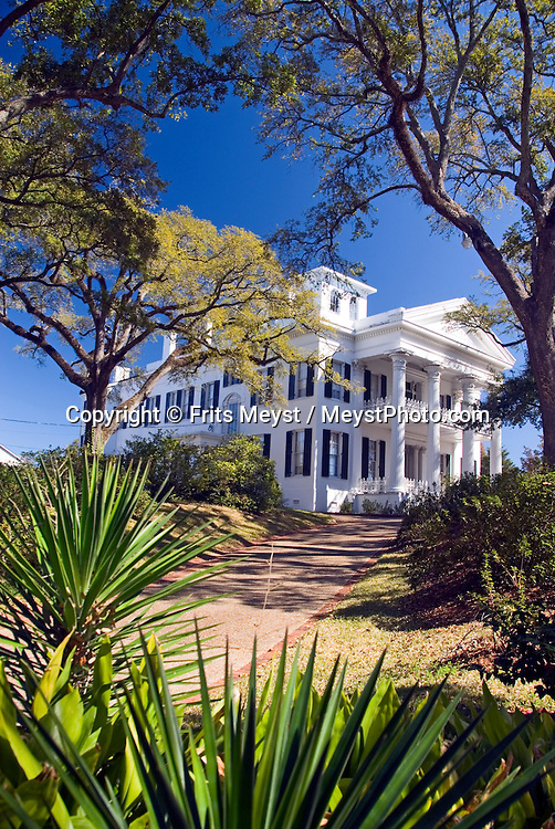 Natchez, Mississippi, February, 2009. Stanton Mansion: 100 acres of land. The sleepy green town of Natchez contrasts with the rest of Mississippi with its weathy planters homes and large estates. Photo by Frits Meyst/Adventure4ever.com
