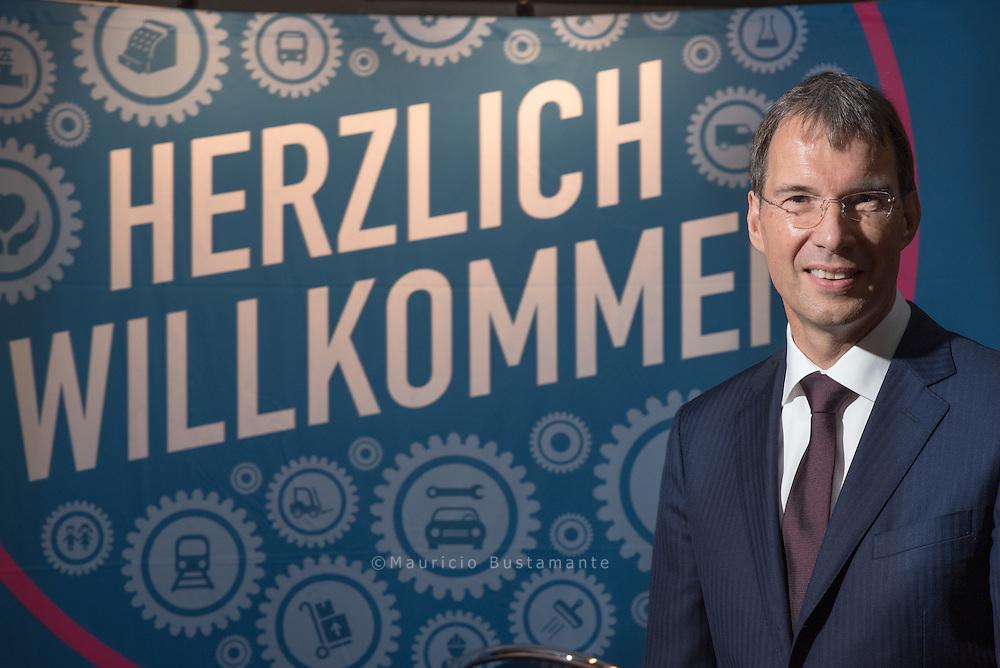 Portraitfoto von Dirk Heyden vom Jobcenter Hamburg. JC team.arbeit.hamburg