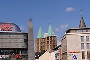 """Kassel, Germany. Opening days of documenta14.<br /> Königsplatz.<br /> Olu Oguibe (U.S.A.): """"Ich war ein Fremdling und ihr habt mich beherbergt"""""""
