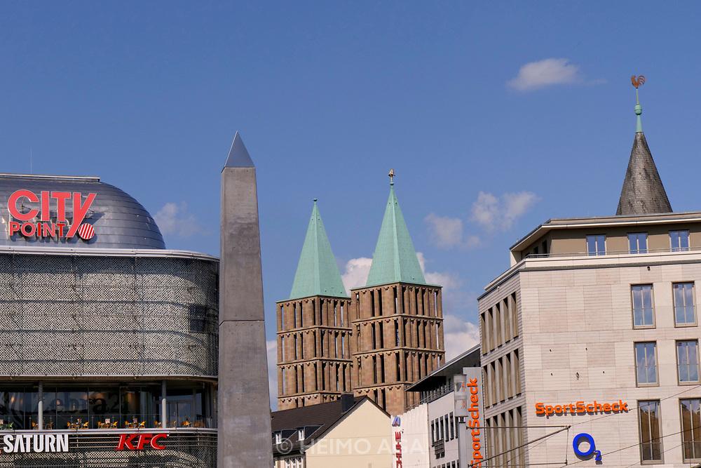 Kassel, Germany. Opening days of documenta14.<br /> K&ouml;nigsplatz.<br /> Olu Oguibe (U.S.A.): &quot;Ich war ein Fremdling und ihr habt mich beherbergt&quot;
