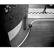 """Autor de la Obra: Aaron Sosa<br /> Título: """"Serie: To Jest Kod / Ese es el código""""<br /> Lugar: Poznan - Polonia<br /> Año de Creación: 2008<br /> Técnica: Captura digital en RAW impresa en papel 100% algodón Ilford Galeríe Prestige Silk 310gsm<br /> Medidas de la fotografía: 33,3 x 22,3 cms<br /> Medidas del soporte: 45 x 35 cms<br /> Observaciones: Cada obra esta debidamente firmada e identificada con """"grafito – material libre de acidez"""" en la parte posterior. Tanto en la fotografía como en el soporte. La fotografía se fijó al cartón con esquineros libres de ácido para así evitar usar algún pegamento contaminante.<br /> <br /> Precio: Consultar<br /> Envios a nivel nacional  e internacional."""