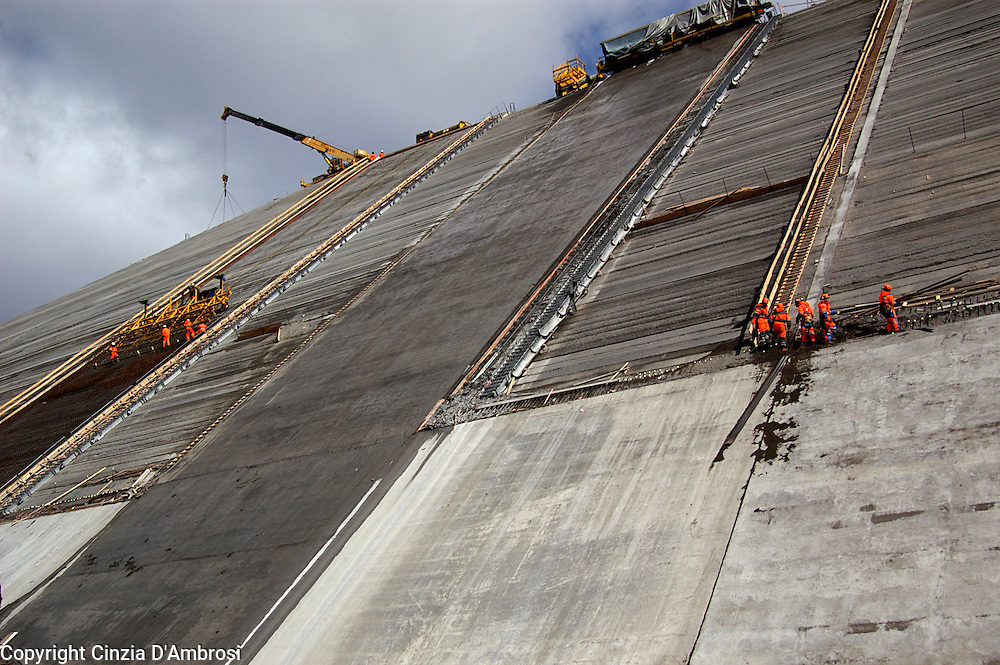 Commissioned by Landsvirkjun, the National Power Company of Iceland,  to work on a project to highlight the skills, the multiculturalism and the magnitude of the project which was to create the largest dam in Europe, Karahnjukar dam in Iceland.