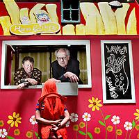 Nederland, Amsterdam , 24 mei 2014.<br /> LAIKA. De Nationale Opera, Martijn Padding en P.F.Thomese.<br /> Robbert is een gevierd televisie-presentator, maar hij is de oppervlakkigheid van het wereldje waarin hij zich beweegt meer dan zat. Als zijn moeder hem herinnert aan zijn jongensdroom van een leven tussen de sterren, neemt hij contact op met kosmonaut Joeri Gagarin en de hond Laika, die nog steeds door de ruimte zweven. Robbert besluit zich bij hen te voegen in het heelal en dit aardse bestaan te verruilen voor de eeuwigheid. In vier zeer afwisselende akten laten componist Martijn Padding, librettist P.F. Thomése en regisseur Aernout Mik op een pakkende, spottende en prikkelende manier zien dat de wereld ook zonder televisie wel zal blijven doordraaien.<br /> <br /> <br /> <br /> <br /> Foto:Jean-Pierre Jans