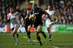 Graham Kitchener (Leicester) breaks through the Ulster defence - Photo mandatory by-line: Patrick Khachfe/JMP - Tel: Mobile: 07966 386802 18/01/2014 - SPORT - RUGBY UNION - Welford Road, Leicester - Leicester Tigers v Ulster Rugby - Heineken Cup.