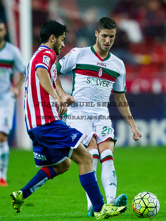 GIJON, SPAIN - OCTOBER 19:  Ruben Perez of Granada CF duels for the ball with Nacho Cases of Real Sporting de Gijon during the La Liga match between Real Sporting de Gijon and Granada CF at Estadio El Molinon on October 19, 2015 in Gijon, Spain.  (Photo by Juan Manuel Serrano Arce/Getty Images)