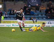Dundee&rsquo;s Julen Etxabeguren bosses St Johnstone&rsquo;s Steven MacLean - Dundee v St Johnstone in the Ladbrokes Scottish Premiership at Dens Park, Dundee - Photo: David Young, <br /> <br />  - &copy; David Young - www.davidyoungphoto.co.uk - email: davidyoungphoto@gmail.com