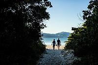 Caminho para a Praia da Daniela. Florianópolis, Santa Catarina, Brasil. / Pathway to Daniela Beach. Florianopolis, Santa Catarina, Brazil.