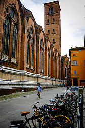 Street scene in Bologna, Italy at the side of the Basilica di San Petronio<br /> <br /> (c) Andrew Wilson | Edinburgh Elite media