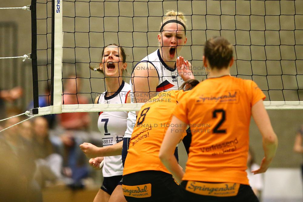 20160319 NED: Volleybal: Sliedrecht Sport - Springendal Set Up 65, Sliedrecht<br />Nienke de Waard en Marlies Wagendorp vieren een punt uitbundig