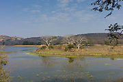 Eco-tourists by Padam Lake and Jogi Mahal hunting lodge in Ranthambhore National Park, Rajasthan, Northern India