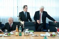 05 JAN 2009, BERLIN/GERMANY:<br /> Peter Struck (R), SPD Fraktionsvorsitzender, und Franz Muentefering (M), SPD Parteivorsitzender, Frank-Walter Steinmeier (R), SPD, Bundesaussenminister, vor Beginn der Sitzung der SPD -Koordinierungsrunde-Bund-Laender-Komunen, Willy-Brandt-Haus<br /> IMAGE: 20090105-01-012<br /> KEYWORDS: Franz M&uuml;ntefering