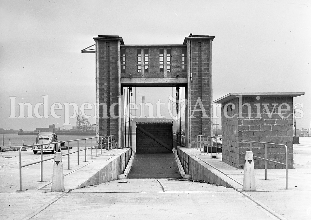 Car ferry ramp at North Wall, Dublin.<br /> (Part of the Independent Ireland Newspapers/NLI Collection)