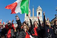 Roma 14 Febbraio 2013.One Billion Rising.Flash mob mondiale One Billion Rising, Hands off Women, contro la violenza sulle donne, a Trinità dei Monti.La Miss Italia Giusy Buscemi con la bandiere Italiana e Nancy Brilli