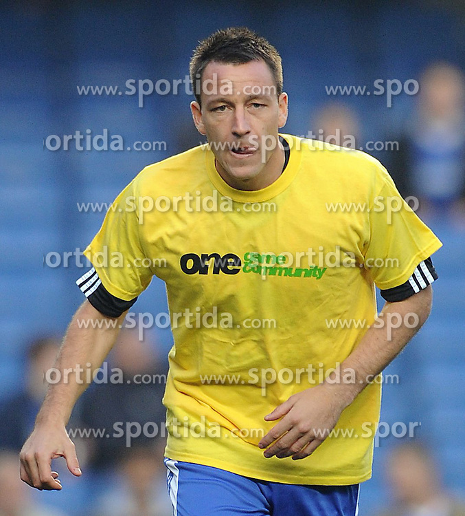 20.11.2011, Stamford Bridge Stadion, London, ENG, PL, FC Chelsea vs FC Liverpool, 12. Spieltag, im Bild Chelsea's John Terry warms up prior to the football match of English premier league, 12th round, between FC Chelsea and FC Liverpool at Stamford Bridge Stadium, London, United Kingdom on 20/11/2011. EXPA Pictures © 2011, PhotoCredit: EXPA/ Sportida/ Chris Brunskill..***** ATTENTION - OUT OF ENG, GBR, UK *****