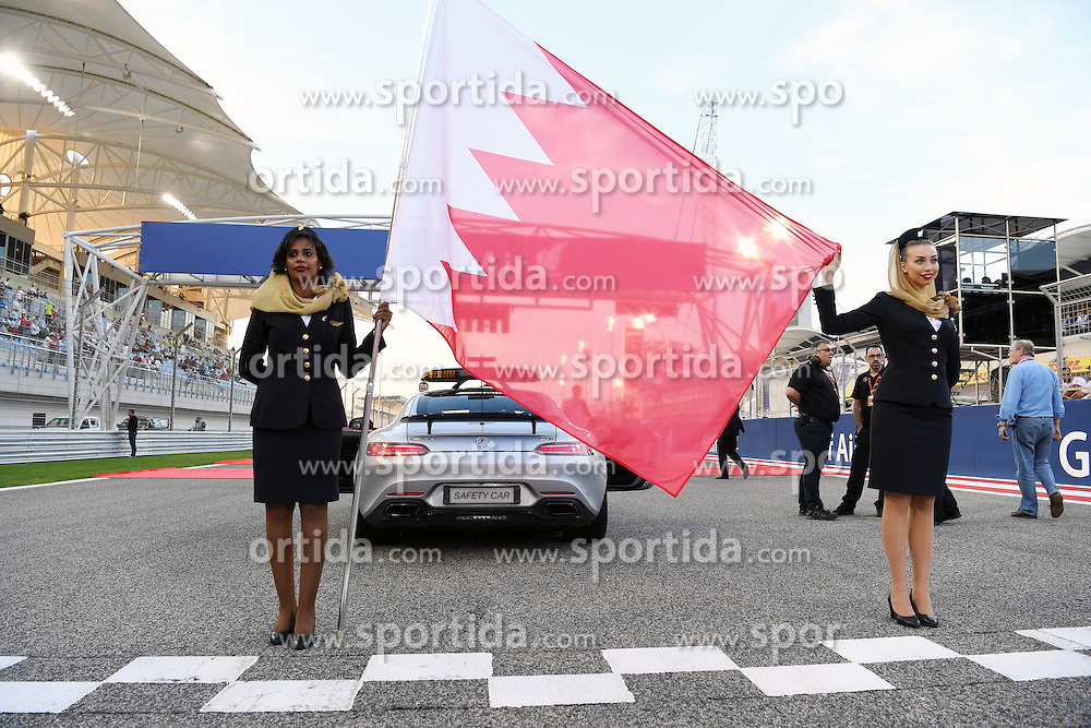 03.04.2016, International Circuit, Sakhir, BHR, FIA, Formel 1, Grand Prix von Bahrain, Rennen, im Bild Grid girls // during Race for the FIA Formula One Grand Prix of Bahrain at the International Circuit in Sakhir, Bahrain on 2016/04/03. EXPA Pictures &copy; 2016, PhotoCredit: EXPA/ Sutton Images<br /> <br /> *****ATTENTION - for AUT, SLO, CRO, SRB, BIH, MAZ only*****