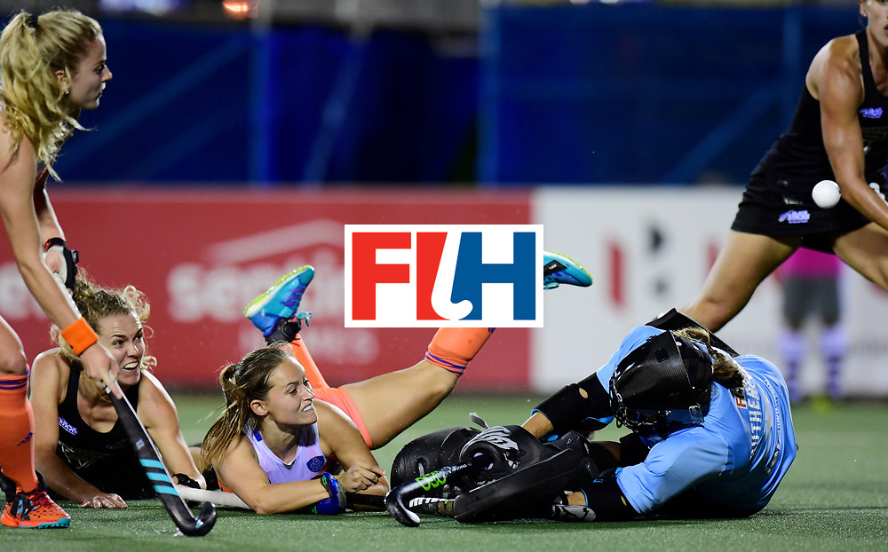AUCKLAND - Sentinel Hockey World League final women<br /> Match id:10322<br /> 22 NED v NZL (Final)<br /> Foto: Kelly Jonker scores 1-0 and Sally Rutherford (Gk) <br /> WORLDSPORTPICS COPYRIGHT FRANK UIJLENBROEK