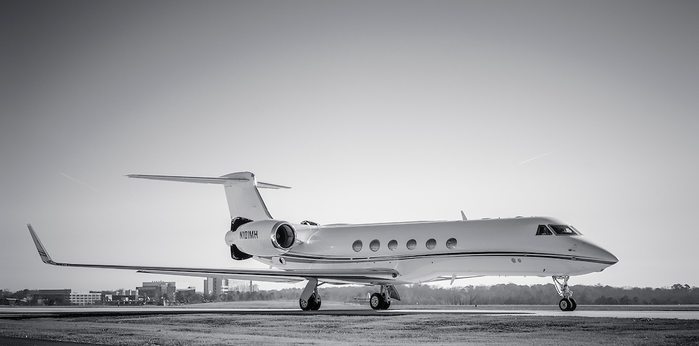 Gulfstream GV taxis by at Atlanta's Dekalb Peachtree Airport.