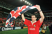 CAPTION: LIONS CAPTAIN MARTIN JOHNSON 'FLY'S THE FLAG' AT THE END OF THE MATCH, WITH THE LIONS HAVING WON THE SERIES 2-1.SOUTH AFRICA V LIONS, 3RD TEST, ELLIS PARK, JOHANNESBURG, SOUTH AFRICA, 7/6/97.