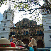 CASCO VIEJO / OLD TOWN - Panama City<br /> Panama 2011<br /> Photography by Aaron Sosa<br /> <br /> El Casco Antiguo o Casco Viejo es el nombre que recibe el sitio adonde fue traslada y vuelta a fundar en 1673 la ciudad de Panamá. Esta nueva ciudad, trazada de forma reticular hacia los cuatro puntos cardinales, se caracterizó por la axialidad de sus calles y póstigos, lo cual le valió ser considerada un modelo clásico de ciudad indiana. Está situada en una pequeña península, rodeada de un manto de arrecifes rocosos, dentro del actual corregimiento de San Felipe. En 1997, el Casco Antiguo de Panamá es incluido en la lista de sitios de Patrimonio de la Humanidad de la UNESCO.<br /> <br /> Casco Viejo (Spanish for Old Town), also known as Casco Antiguo or San Felipe, is the historic district of Panama City. Completed and settled in 1673, it was built following the near-total destruction of the original Panamá city, Panamá Viejo in 1671, when the latter was attacked by pirates. It was designated a World Heritage Site in 1997.