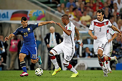 13.07.2014, Maracana, Rio de Janeiro, BRA, FIFA WM, Deutschland vs Argentinien, Finale, im Bild vl.: Sergio Aguero (ARG), Jerome Boateng (GER ) und Mats Hummels (GER ) // during Final match between Germany and Argentina of the FIFA Worldcup Brazil 2014 at the Maracana in Rio de Janeiro, Brazil on 2014/07/13. EXPA Pictures © 2014, PhotoCredit: EXPA/ Eibner-Pressefoto/ Cezaro<br /> <br /> *****ATTENTION - OUT of GER*****