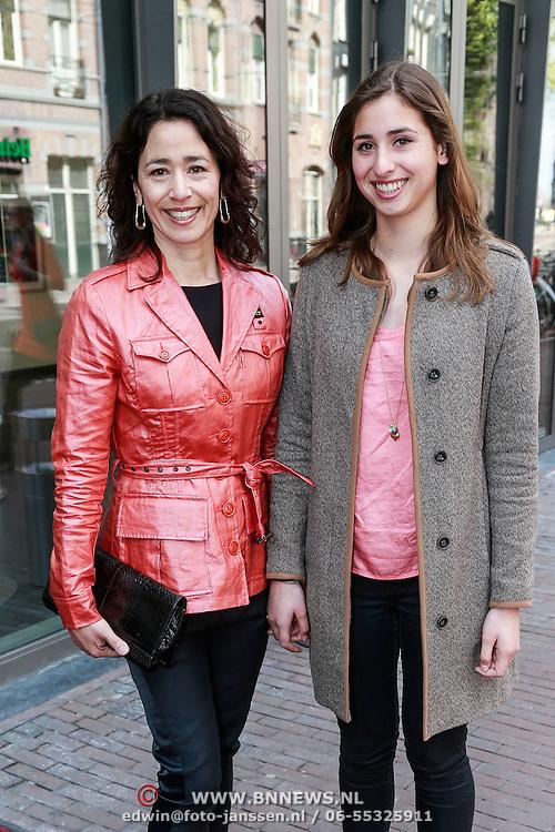 NLD/Amsterdam/20130428 - Premiere Jon en de Jongens, Anne-marie Paol en dochter