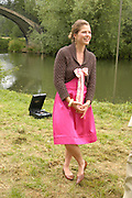 Amelie Sarrado-Helbich-Posbacher. The Dangerous Sports Club host the innauguaral Oxford V  Cambridge Punt Race. University Parks. Oxford. 25 June 2005. 25 June 2005. ONE TIME USE ONLY - DO NOT ARCHIVE  © Copyright Photograph by Dafydd Jones 66 Stockwell Park Rd. London SW9 0DA Tel 020 7733 0108 www.dafjones.com