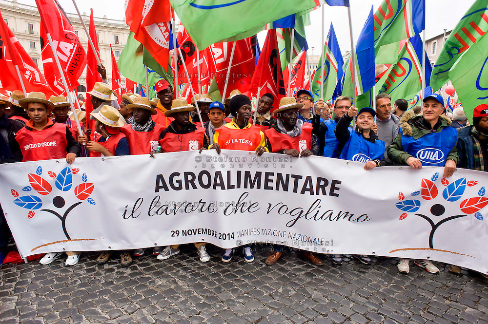 Roma 29 Novembre 2014<br /> Manifestazione dei lavoratori dell'agroindustria, promossa  dai sindacati FLAI CGIL e UILA UIL contro il Jobs act del Governo Renzi.<br /> Rome November 29, 2014<br /> Demonstration of the workers of the Agroindustrial, promoted by unions FLAI CGIL and UIL UILA against the Jobs Act of the Prime Minister Renzi's government.