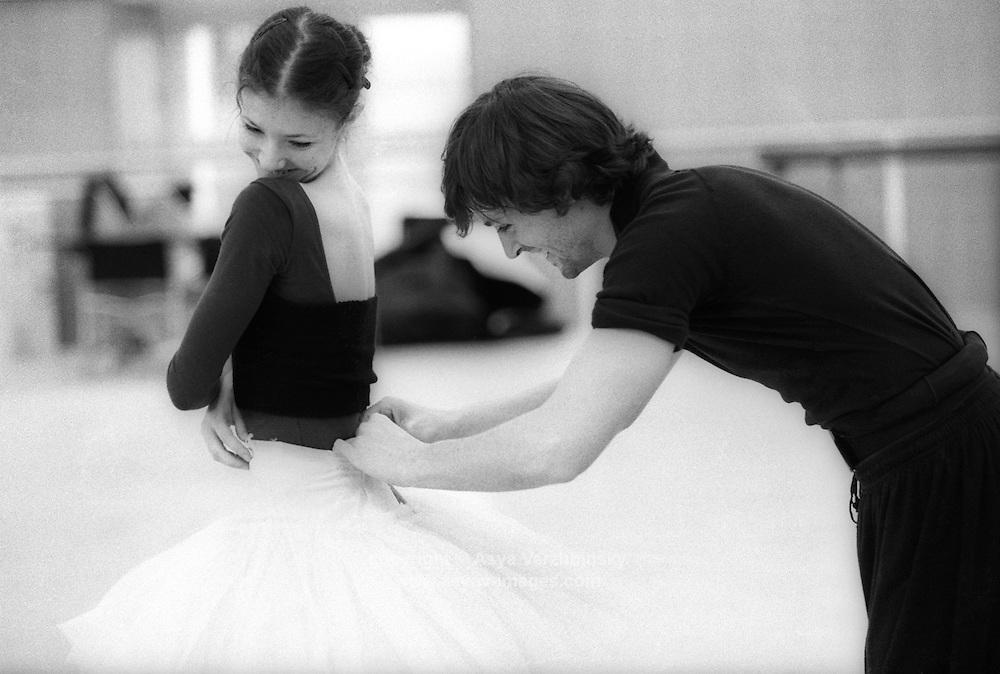 Alina Cojocaru and Angel Corella preparing for a rehearsal of La Bayadere