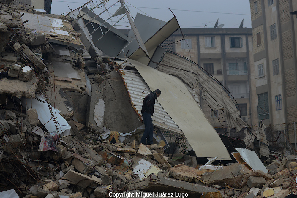 Aleppo, Syria, December 2012 - A man crosses a destroyed apartment in order to reach his own house in the neighborhood of Hanano.  (Photo by Miguel Juárez Lugo).