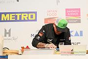 Le championnat de France de sushi a réuni des chefs cuisiniers français et internationaux.<br /> Thibaut Latour demi-finale épreuve Edeomae