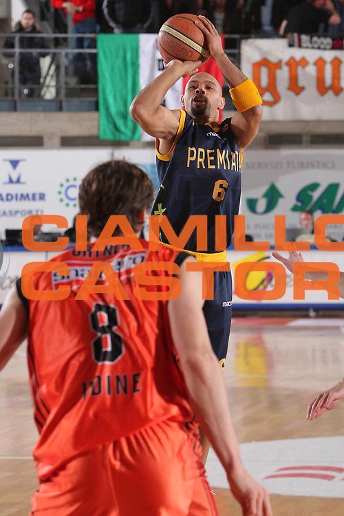 DESCRIZIONE : Udine Lega A1 2008-09 Snaidero Udine Premiata Montegranaro <br /> GIOCATORE : kiwane garris <br /> SQUADRA : Premiata Montegranaro <br /> EVENTO : Campionato Lega A1 2008-2009 <br /> GARA : Snaidero Udine Premiata Montegranaro <br /> DATA : 01/02/2009 <br /> CATEGORIA : tiro <br /> SPORT : Pallacanestro <br /> AUTORE : Agenzia Ciamillo-Castoria/S.Silvestri