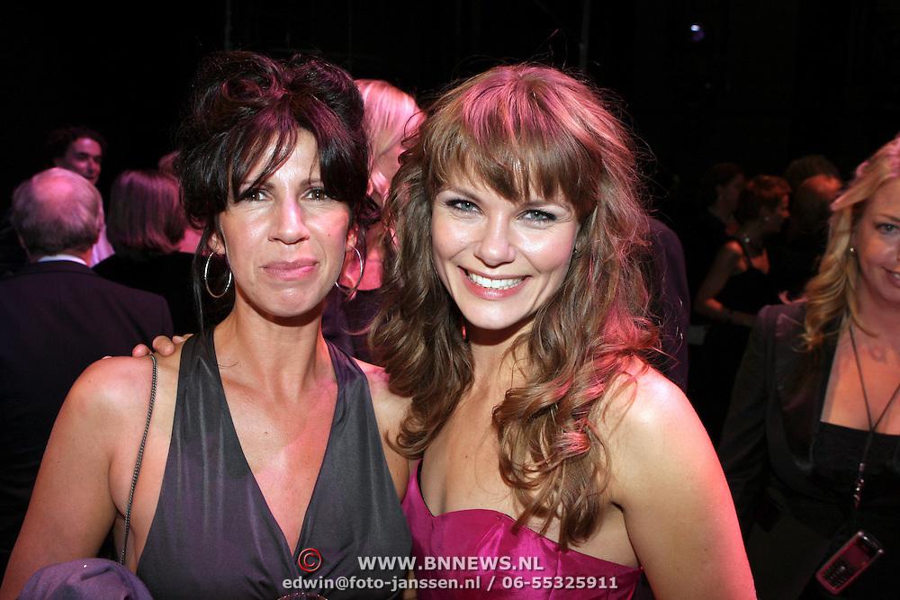 NLD/Amsterdam/200801010 - Premiere Sunset Boulevard, Isa Hoes en Angela Schijf