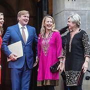 NLD/Amsterdam/20161215 - Koninklijke Familie bij uitreiking Prins Claus Prijs 2016, Koningin Maxima en Koning Willem Alexander, Prinses Mabel en Prinses Laurentien